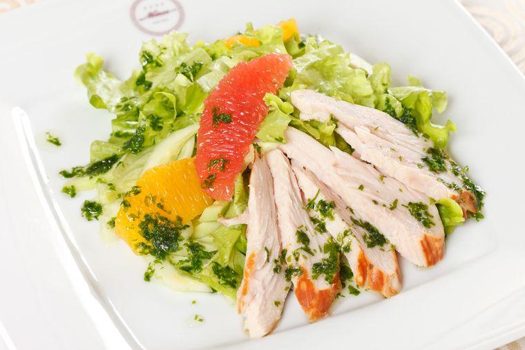 курица, грейпфрут, овощной салат