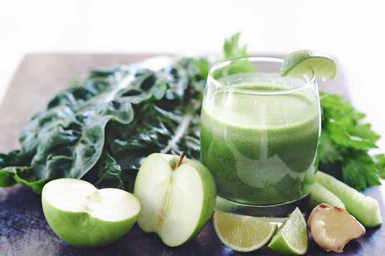 яблоки и сок сельдерея