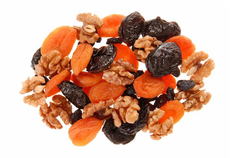 чернослив, курага и грецкие орехи