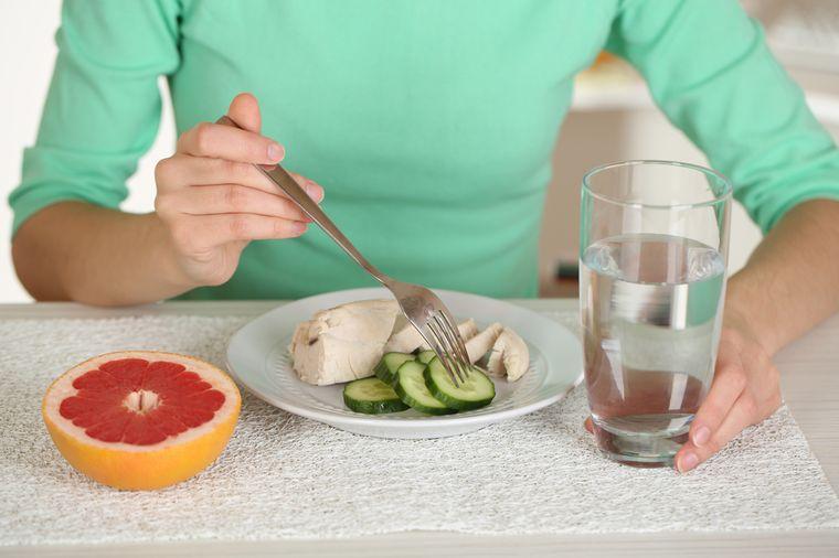 девушка худеет на экстремальной диете