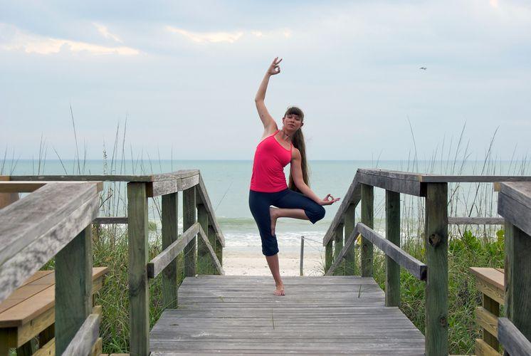 йога поза танцующего шивы