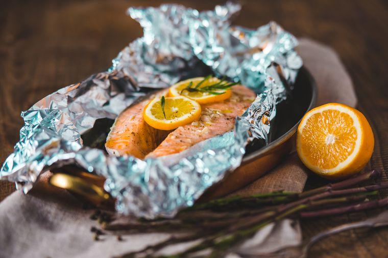 лосось с лимоном в фольге