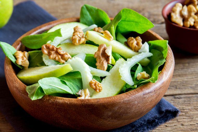 салат из щавеля с яблоком