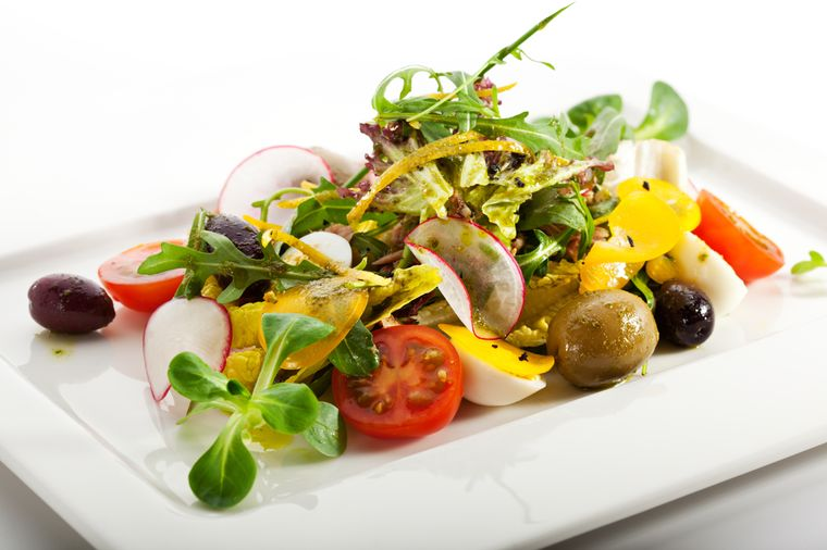 салат из тунца и овощей