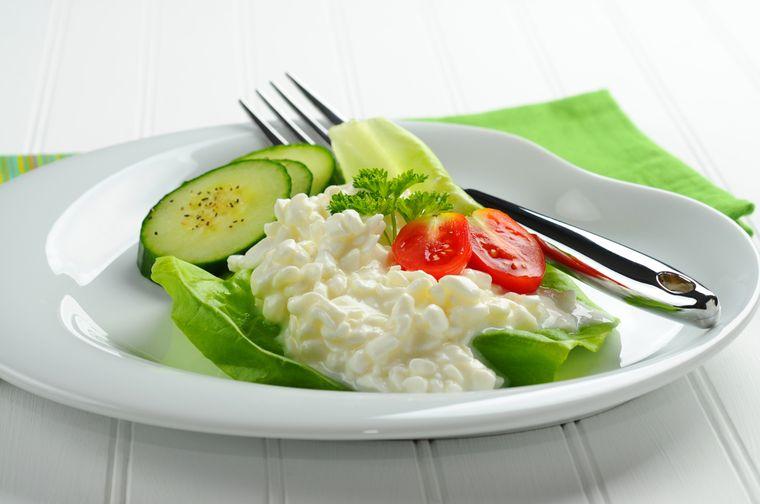 творог и свежие овощи